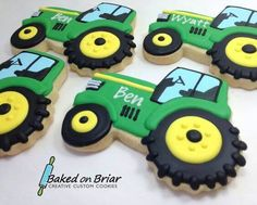 We've collected 19 of our favorite John Deere tractor birthday party ideas Included in this round up are a pin-the-tires on the tractor party game, adorable party supplies, DIY John Deere burlap favor bags and Farm Cookies, Cookies For Kids, Cupcake Cookies, John Deere Tratores, John Deere Party, Tractor Birthday Cakes, Farm Birthday, Sugar Cookie Royal Icing, Iced Sugar Cookies