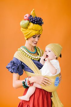 Chiquita and banana mommy and baby costume - The House That Lars Built Jessie Halloween, Baby Halloween Costumes, Baby Costumes, Costumes For Women, Mama Baby, Baby Kostüm, Costume Hats, Doll Costume, Costume Ideas