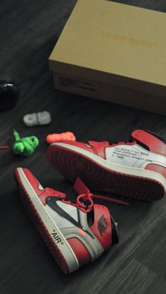 Jordan Retro, Jordan 1, Jordan Shoes Wallpaper, Shoe Photography, Lit Shoes, Sneaker Art, Supreme, Snapchat, Air Jordans