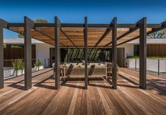Deck and pergola perfect for a modern house Pergola Attached To House, Pergola With Roof, Patio Roof, Pergola Kits, Pergola Ideas, Vinyl Pergola, Steel Pergola, Wood Pergola, Patio Ideas