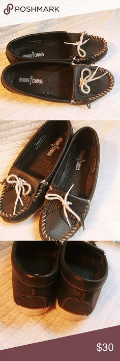 Minnetonka Moccasins Boat Shoes Blue Women 7.5 Minnetonka Moccasins Moc Toe Boat Shoes Blue Women's Size 7.5   Slip on Minnetonka Shoes Moccasins
