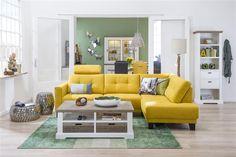 Deze gele Albury hoekbank is een echte blikvanger. Gecombineerd met de Mallorca meubelen bewaar je evenwicht en rust in jouw huiskamer. #Albury #hoekbank #geel #Mallorca #salontafel #buffetkast #boekenkast | Vind inspiratie bij DOK 2 Veenendaal.
