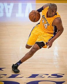 Milestones of College Basketball. Basketball is a favorite pastime of kids and adults alike. Kobe Bryant Quotes, Kobe Bryant 8, Kobe Bryant Family, Dear Basketball, Basketball Legends, College Basketball, Kentucky Basketball, Kentucky Wildcats, Nba Pictures