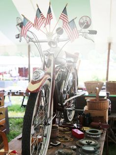 Brimfield Antique Show - Antiques and Collectibles