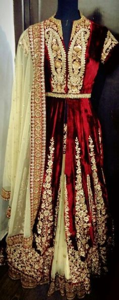 Sabyasachi ~ this such a nice lengha with long jacket ♥ really pretty