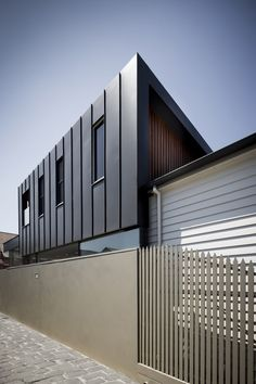 Armadale House 2 is a cosy modern townhouse in Australia that was refurbished and extended from Victorian style house by Mitsuori Architects Zinc Cladding, Roof Cladding, Exterior Cladding, Black House Exterior, Modern Exterior, House 2, Architecture Details, Interior Architecture, Metal Facade