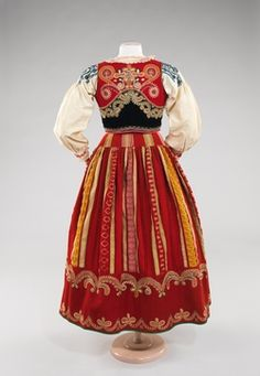Ensemble Date: fourth quarter century Culture: Portuguese Medium: wool, silk, cotton, metal, glass Vintage Dresses, Vintage Outfits, Vintage Fashion, Historical Costume, Historical Clothing, Costumes Around The World, Folk Clothing, Costume Collection, Ethnic Dress
