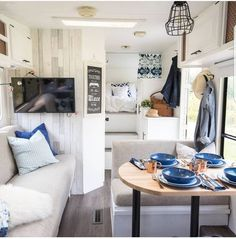 30 Creative Photo of Alluring Camper Van Remodel Ideas. Purchasing a camper van from a dealer is costlier than buying privately. Building your own camper van is a remarkable means of having a camper van wit. Camping Vintage, Vintage Rv, Vintage Campers, Vintage Airstream, Vintage Trailers, Vintage Travel, Vintage Motorhome, Astuces Camping-car, Camping Diy