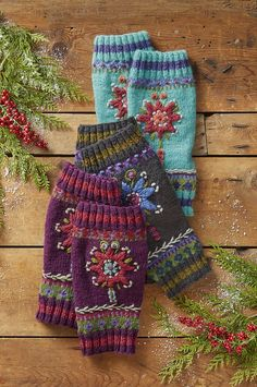 Star Flower Legwarmers - Brightest blossoms chase the chill away in our scrunchable legwarmers, shaped for the perfect fit. Crochet Mittens, Fingerless Mittens, Knitted Gloves, Knit Crochet, Knitting Stitches, Baby Knitting, Knitting Patterns, Knitting Projects, Crochet Projects