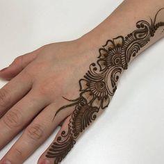 Finger Henna Designs, Henna Tattoo Designs Simple, Stylish Mehndi Designs, Mehndi Design Pictures, Wedding Mehndi Designs, Beautiful Henna Designs, Simple Henna, Mehndi Designs For Hands, Mehandi Designs