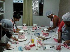 Curso de confeitaria para iniciantes, curso de bolo infantil completo, bolosdakikarecife@gmail.com, 81-8569-1812 ou 81 9734-9720, fanpage facebook : Bolos da kika recife doces, Blog : Recife Doces cupcakes e bolos.