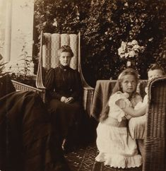 Grand Duchess Olga and Tsesarevich Alexei with their father's young first cousin, 15-year-old Grand Duchess Maria Pavlovna of Russia, circa 1905. Photo source: vk.com/naaotma