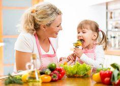 Приучаем ребенка питаться правильно