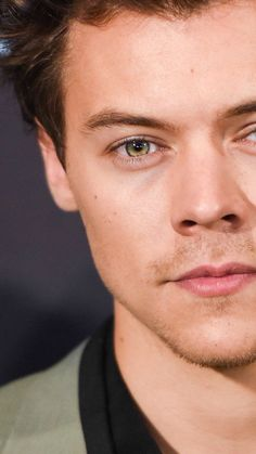 He'S sooo gorgeous love you harold❤❤ harry styles, harry edward styles, style Harry Styles Images, Harry Styles Face, Harry Styles Funny, Harry Edward Styles, Je T'adore, Harry 1d, Harry Styles Wallpaper, Mr Style, Treat People With Kindness