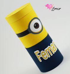 Convite Infantil Minions - Modelo Tubo    Convite em Papel Color Plus 180gr.  Produto vai embalado em saquinho de celofane.    Quantidade Mínima: 20 unidades