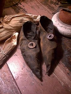 Witch shoes. This item is no longer available. Great inspiration for those who do primitive crafts.