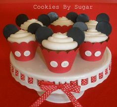 Mickey and Minnie Mouse Birthday Party cupcakes Mickey Mouse Treats, Mickey Mouse Parties, Mickey Party, Disney Parties, Elmo Party, Dinosaur Party, Dinosaur Birthday, Parties Kids, Mickey Cupcakes