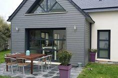 Regardez ce logement incroyable sur Airbnb : Maison contemporaine de 120m2 - maisons à louer à Caen Contemporary Barn, Home Exterior Makeover, Caen, Home Remodeling, Extensions, Architecture Design, New Homes, Windows, Patio