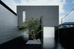 Black concrete drive House of Depth ::: FORM / Kouichi Kimura Architects