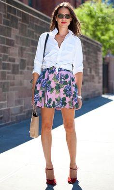 camisa branca + saia florida
