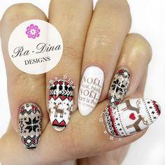 """""""More Xmas nails! #moyoulondon #moyounails"""""""