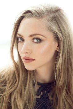 Natural/neutral make up for green eyes! Amanda Seyfried