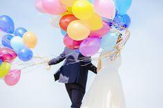 A touch of color at the sky / Un toque de color en el cielo #BarceloWeddings #Weddings #Globo #Balloon #Colors #Bodas #Colores #DIY