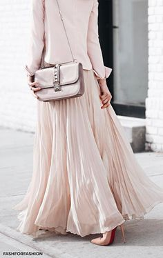 Valentino - I love the look of a structured shirt with a long flowy skirt. I think I could work with this. Pink Fashion, Colorful Fashion, Skirt Fashion, Hijab Fashion, Fashion Outfits, Maxi Outfits, Cool Outfits, Brooklyn Blonde, Mode Rose