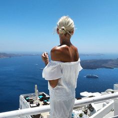 Anna Skoog sur Instagram: My happy place Dress from @st9_stores #santorini #greece