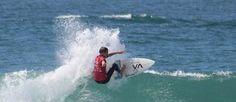 Crocodilo na água paralisa evento de surfe pela 1ª vez na história (Divulgação/WSL)