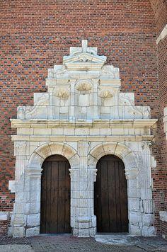 Portail renaissance - Eglise Saint-Médard (église fortifiée). Parfondeval (Aisne - Thiérache) - Picardie