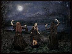 Hoje (13 de agosto) é o dia da madrinha grega das bruxas, a Deusa Hécate. Deusa tríplice das encruzilhadas, da Lua, do Fogo, da Magia, dentre tantas outras ...