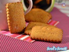 I biscotti integrali al miele sono dei biscottini semplici e golosi per la prima colazione