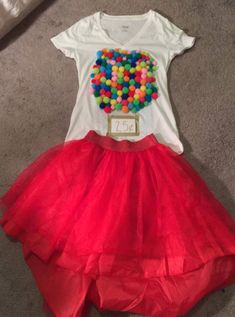 After sharing DIY Halloween costumes with you the past month, it is time to share my own costume! I am going as a bubble gum machine. Holiday Costumes, Cat Costumes, Halloween Costumes For Kids, Halloween Diy, Halloween 2018, Bubble Gum Party, Bubble Birthday Parties, Bubble Gum Machine Costume, Tropical Dress