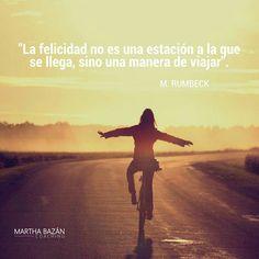"""""""La felicidad no es una estación a la que se llega, sino una manera de viajar"""" M. Rumbeck #MarthaBazánCoaching"""