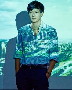 "(@dong.won.kang) on Instagram: ""#강동원 #마스터  #골든슬럼버  기대하겠습니다 ♡"" Gorgeous Men, Beautiful People, Kang Dong Won, Human Photography, Lee Byung Hun, Handsome Korean Actors, Korean Men, Asian Actors, Portrait Inspiration"