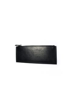 gegenüber Linie diagonal lined sub-wallet in cow leather with YKK zipper color : black material : 100% cow leather submaterial : YKK zipper lining : chamude measures : H 9 – 8cm  W 20cm