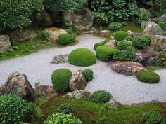 HORTIBUS: JAPANESE GARDEN | Karesansui Gardens ( dry gardens ): dry gardens, heavily inspired by Buddhism Zen and for meditation. They use a more abstract representation, where sand or gravel sea face, and rocks (sometimes surrounded by foam) symbolize mountains, waterfalls and boats. | http://3.bp.blogspot.com/-c4BFfsS65Dc/TYDKlWHHCMI/AAAAAAAAMjk/qwW3o_hldmk/s1600/Taizo-in%2BTemple%2B2.jpg