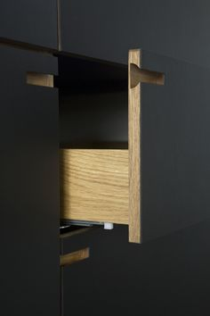 furniture details All grips and drawers are built in finger-jointed solid oak. // Custom-made kitchen by NicolajBo Interior Inspiration, Design Inspiration, Joinery Details, Interior Architecture, Interior Design, Furniture Handles, Küchen Design, Cabinet Design, Solid Oak