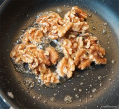 Easily make caramelized walnuts yourself Mr. G … – About Dessert World Caramelized Walnuts, Healthy Breakfast For Weight Loss, Gourmet Desserts, Cooking Chef, But First Coffee, Superfood, Finger Foods, New Recipes, Macaroni And Cheese