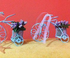 Sepeti çiçek dolu bisiklet şeklinde hediyelik, 4 tl