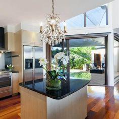 Looking for Kitchen Remodeling Services? Ediss Construction has high quality standards when it comes to any kitchen remodeling services. Kitchen Designs Photos, Best Kitchen Designs, Modern Kitchen Design, Luxury Kitchens, Cool Kitchens, Dream Kitchens, Multi Luminaire, Best Appliances, Kitchen Appliances