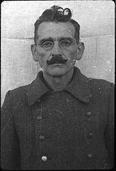 Johann Viktor Kirsch (1891-1946). Affecté à Dachau en 1944. Responsabilités dans les camps satellites. Pendu.