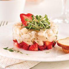 Tartare with scallops and strawberries Ceviche, No Salt Recipes, Fish Recipes, Healthy Recipes, Entree Recipes, Appetizer Recipes, Appetizers, Tartare Recipe, Salmon Tartare