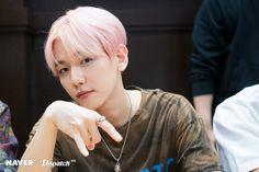 Super M Baekhyun - American debut album release fanmeet at LA Barns & Nobles. Baekhyun Chanyeol, Taemin, Shinee, K Pop, Kai, Luhan And Kris, Album Releases, Chanbaek, Debut Album
