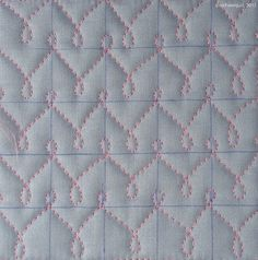 """Now my new sewing room is finally functional, I couldn't resist the urge to """"get my fix"""" of some Free Motion Quilting. For all off these next samples I used an 1 inch grid. As you…"""