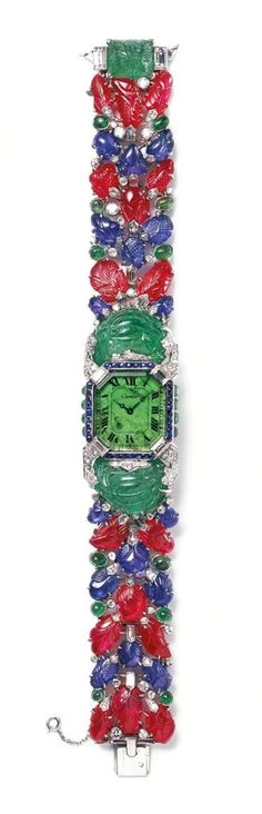 Indian jewels worth £1.5 million go on display inside the Kremlin