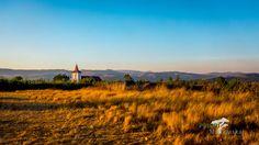 Hochland Madagaskar in Abendstimmung, nördlich von Antananarivo. Basel, Mountains, Nature, Madagascar, Vacation Places, Ocean, Places To Travel, World, Naturaleza