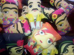 Recién aterrizados en Rock'n'Rayas! Amy, Bowie, Frida, Mercury... ¿cuál es tu personaje preferido? Un regalo diferente y sorprendente, mini cojines con mucho arte!! 👉 www.rocknrayas.com/seccion.php?strt=61