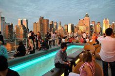 Des toits des hôtels chics de Manhattan aux terrasses branchées de Brooklyn, Yonder a compilé les 25 rooftops incontournables pour sortir comme un vrai New-Yorkais.